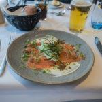 leckerer Lachs im Blue Riband Restaurant auf der Princess Seaways