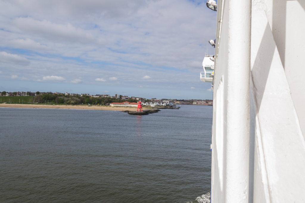 Wachturm in rot am Strand von South Shields