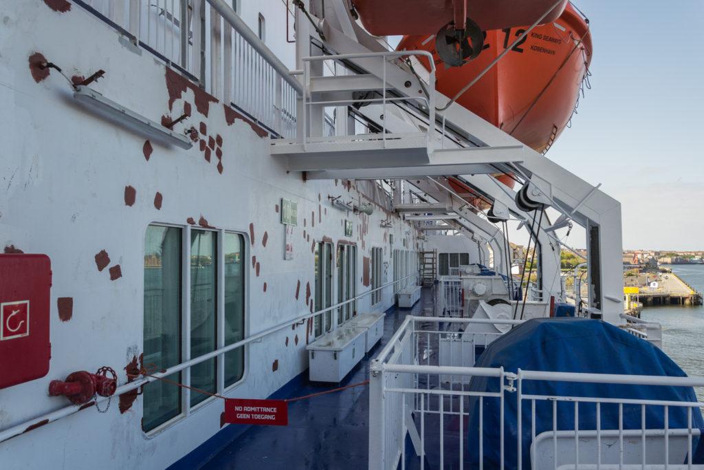 Unterhalb der Rettungsboote der King Seaways