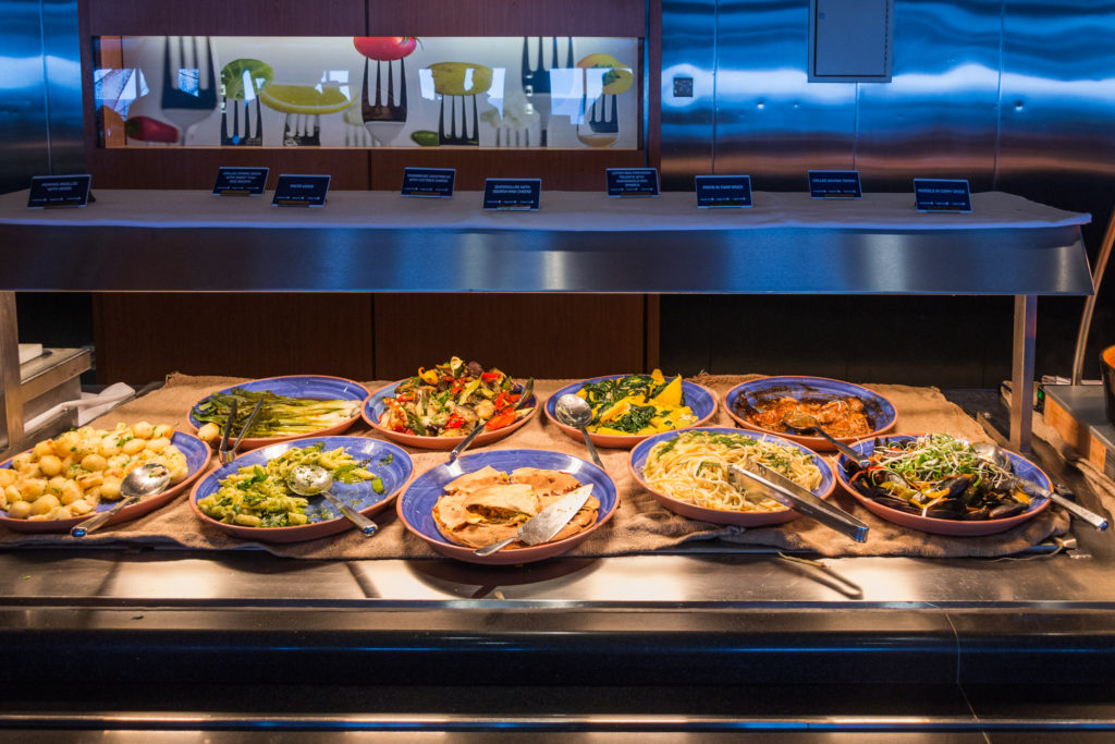 Warmes Buffet im 7Seas Buffet Restaurant auf der King Seaways