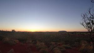 Die Sonne geht auf am Uluru