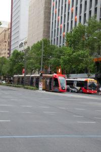 Straßenbahn und Bus in Süd Australien