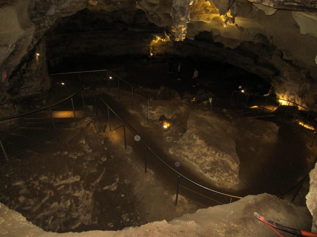 Blick in das innere einer Höhle