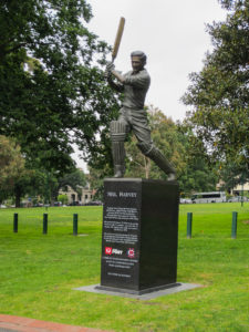 Cricket Spieler Statue - Neil Harvey