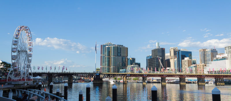 Tumbalong mit Blick auf Sydneys Skyline
