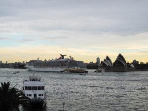 Carnival Spirit verlässt Sydney