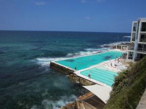Schwimmbad direkt am Meer