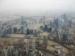 Blick am Regentag in Dubai vom Burj Khalifa