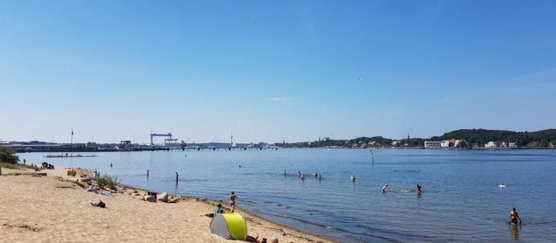 Bei unserem Tagesausflug an die Ostsee besuchten wir einen tollen Strand in Kiel