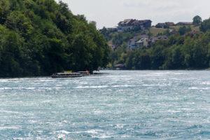 Hier fließt das Wasser des Rheinfalls