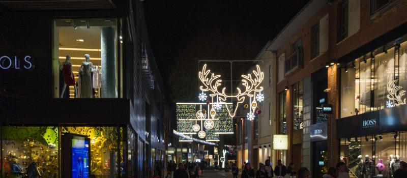 Bristols Weihnachtsbeleuchtung bei Nacht