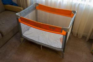 Mit Baby in Bristol - das Babybett im Hotel
