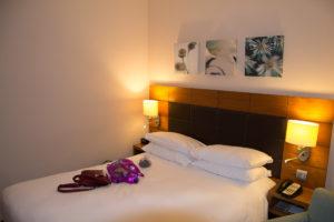 Bett im Hilton Garden Inn Frankfurt Flughafen